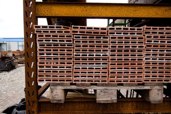 Terrakotta-Bodenplatten, ca. 100 Quadratmeter, EUR 25,-/m²