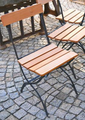 Original alter Klappstuhl, aufgearbeitet, fehlende oder defekte Teile passend mit Naturholz ersetzt, jeder Stuhl ein Unikat, Sitzhöhe 43-46 cm,Gesamthöhe ca. 84 cm