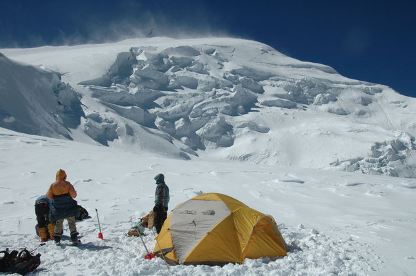 Phuta Hiunchuli 7.246 m, Expeditionen zur Phuta Hiumchuli, Expeditionen in Nepal