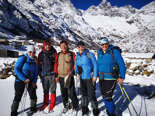 von links: Petra Minga Climbing Sherpa, Mingma Sherpa, Manuela und Brigitte