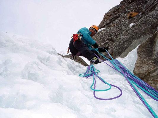Steileisklettern im Aosta-Tal, Eiskletterkurs, Eisklettern, Eisklettertechniken