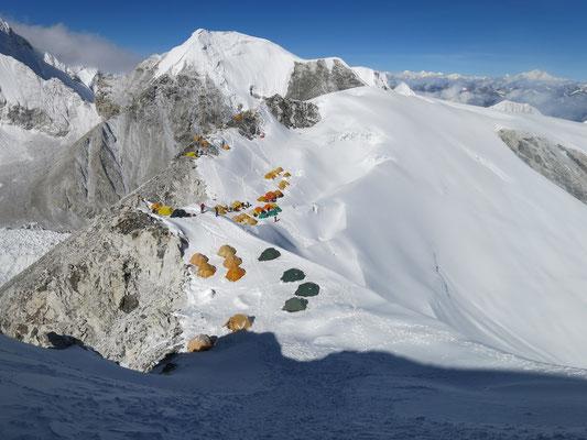 Blick auf das Lager I 6.350 m am Cho Oyu