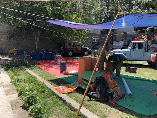 bei uns im Lager in Skardu im Garten, 25 Grad