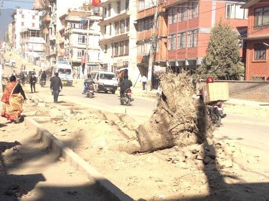 1,5 Jahre vor dem Beben sah die Straße in Kathmandu noch so aus ©Billi Bierling