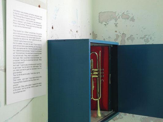 3 - Am meisten rührte mich diese Trompete und der Text dazu im Regal einer Gefängniszelle an...