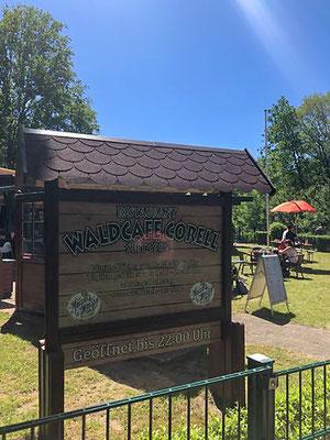 Waldcafé Corell im  im Niendorfer Gehege - mit gemütlicher Außenterrasse und super netter Bedienung
