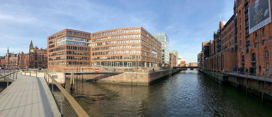 Der Magdeburger Hafen ist ein Teilabschnitt der Hafencity. Es handelt sich bei ihm historisch gesehen um ein 1872 errichtetes Hafenbecken.