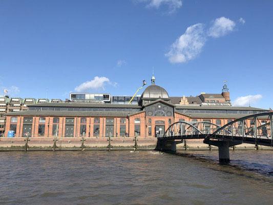 Altonaer Fischauktionshalle - direkt an der Elbe gelegen, mitten im Herzen des Hamburger Hafens.