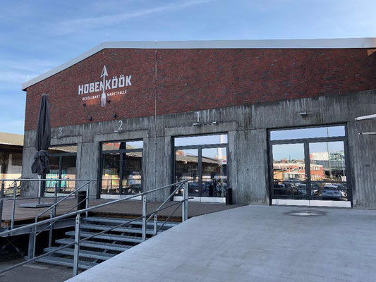 Hobenköök (Hafenküche) - ein kulinarischer Ort im Hamburger Oberhafen, an dem in einem einzigartigen Zusammenspiel aus Restaurant, Markthalle und Catering zumeist regionale und saisonale Lebensmittel angeboten werden.