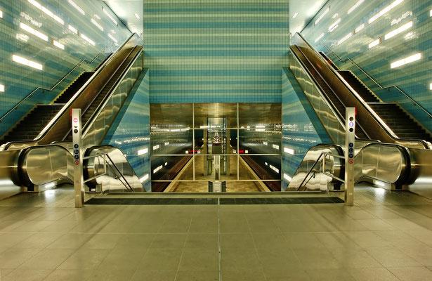 U4 ist eine Linie der Hamburger U-Bahn, die die HafenCity, die Innenstadt mit den zentralen Verkehrsknoten Jungfernstieg und Hauptbahnhof und die östlichen Stadtteile der Hansestadt miteinander verbindet
