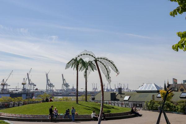 Der Park Fiction - zwischen dem St. Pauli Fischmarkt und der St. Pauli Hafenstraße mit  tollem Ausblick auf den Hafen.