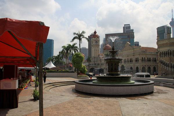 Der Merdeka Square zählt zu den historischsten Zentren Kuala Lumpurs, am 31. August 1957 wurde hier die Unabhängigkeit Malysias ausgerufen.