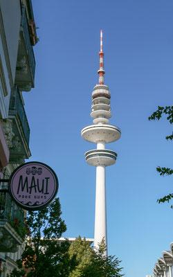 Der Fernsehturm als höchstes Gebäude der Hansestadt Hamburg prägt das Stadtbild allgegenwärtig. Die Aussichtsplattform und das Dreh-Restaurant sind seit 2001 geschlossen, sollen wohl 2023 wieder in Betrieb gehen.