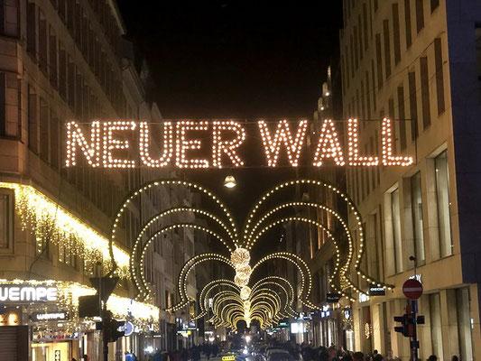 Historische Weihnachtsbeleuchtung am Neuen Wall - 1926 zum ersten Mal eingeschaltet.