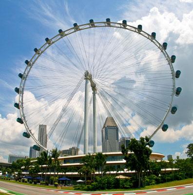 Der Singapore Flyer ist mit einer Höhe von 165 Metern das zweithöchste Riesenrad der Welt. Von März 2008 bis April 2014 war die Anlage das weltweit höchste Riesenrad.