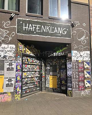 Das Hafenklang - Liveclub in Hamburg mit zwei großen Konzerträumen und einer Bar.