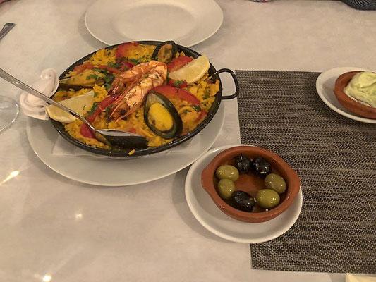 Gemütliche Atmosphäre im A VilaMoura, netter persönlicher Service, leckere Tapas / Vorspeisen & Paella