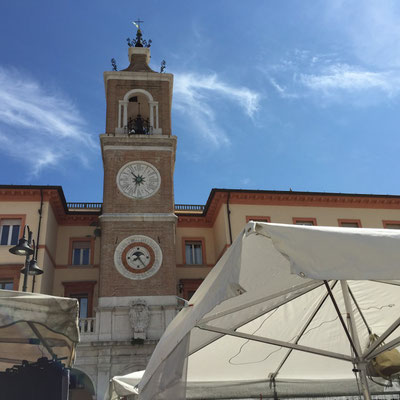 Marktplatz in der Altstadt von Rimini