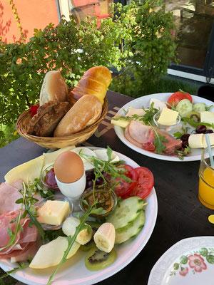 """""""Kaffeeliebe"""" in Wilhelmsburg - Gemütliches Cafe, super Frühstück mit frischen Zutaten, schöner Außenbereich direkt am Kanal."""