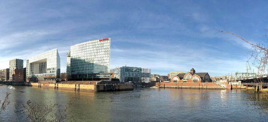 Brooktorhafen - Hamburgs Wasservielfalt zeigt sich nicht nur durch und an vielen Brücken,  sondern auch durch zahlreiche (ehemalige) Hafenbecken. Hierzu gehört auch der um 1880 errichtete Brooktorhafen.
