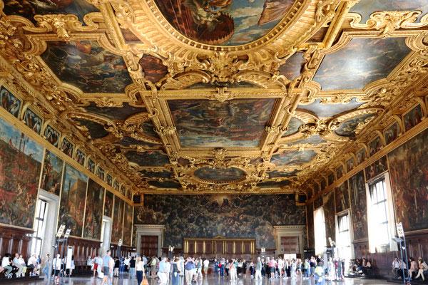 Sala del Maggior Consiglio - der Saal des großen Rates. Er ist mit 54 Metern Länge der größte Saal des Dogenpalastes und bot bis zu 1.800 Mitgliedern des Großen Rats Platz.