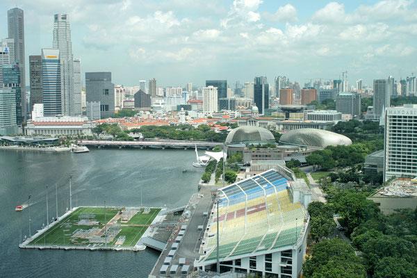 Das Marina Bay Floating Stadium -Die Tribüne bietet 30000 Zuschauern Platz.