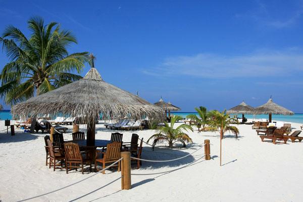 Strand an der Landzunge - für Gäste der Garden Bungalows ohne eigenen Strandabschnitt. Hier befindet sich auch die Beach Bar.