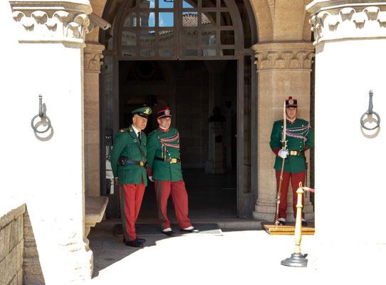 Wachen vor dem  Palazzo Pubblico