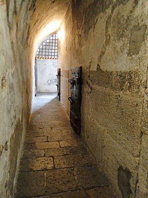 Die Gefängniszellen sind heute noch erhalten. Einer der berühmtesten Insassen der Piombi war übrigens Giacomo Casanova. Ihm gelang sogar die Flucht aus dem berüchtigten Gefängnis.