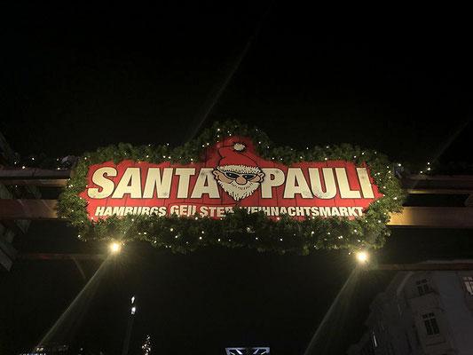 Weihnachtsmarkt Santa Pauli -Schöne Atmosphäre und super Stimmung, leckeres vielfältiges Essen und Stände mit cooler Weihnachtsdeko etc.