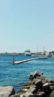 AIDAstella im Hafen von Messina