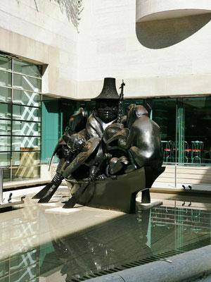 Statue vor der kanadischen Botschaft © Ben Simonsen