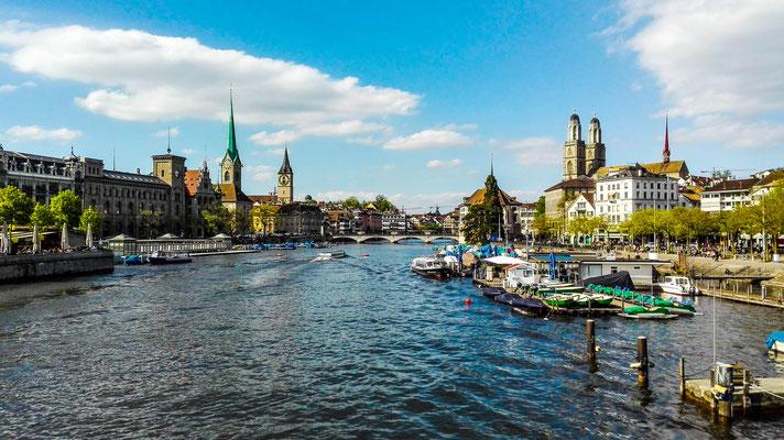 Altstadt von Zürich von der Quaibrücke aus