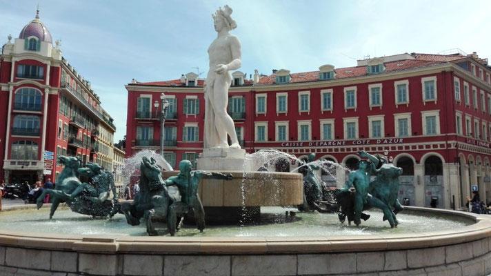 Brunnen am Place Masséna © Ben Simonsen