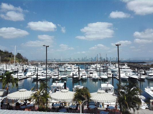Yachthafen & Skyline Panama City © Ben Simonsen