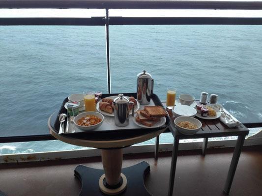 Frühstück auf dem Balkon © Ben Simonsen
