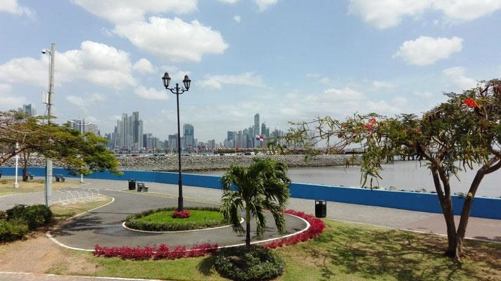 Skyline Panama City © Ben Simonsen