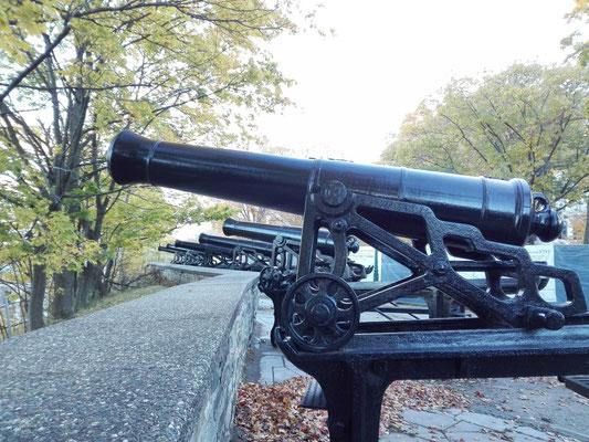 Kanonen im Park Montmorency ©Ben Simonsen
