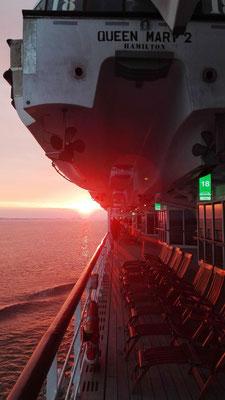 Sonnenuntergang auf der Elbe © Ben Simonsen
