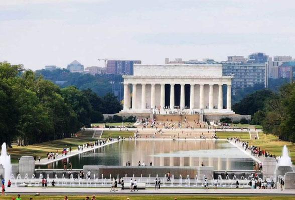 Lincoln Memorial & Reflection Pool © Ben Simonsen