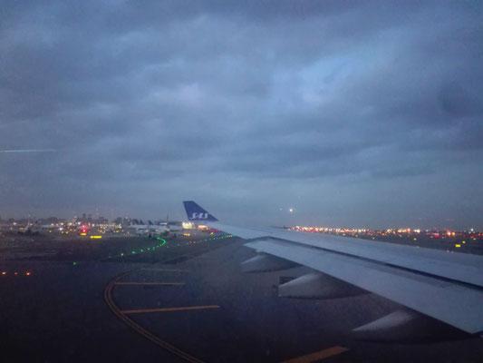 Take-off from EWR-Airport © Ben Simonsen