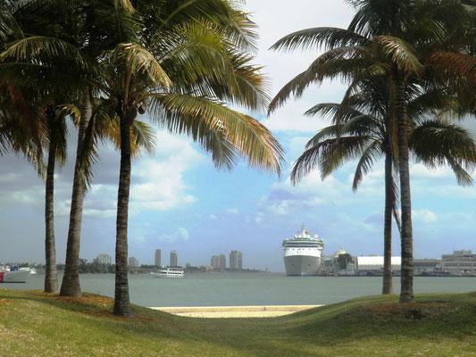 Blick auf den Kreuzfahrtanleger