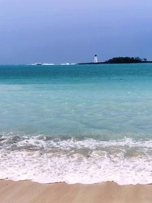 Strand mit Blick zum Leuchtturm © Ben Simonsen
