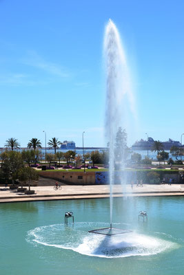 Fontäne mit Parc de la Mar
