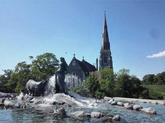 Gefionbrunnen mit St. Alban Kirche