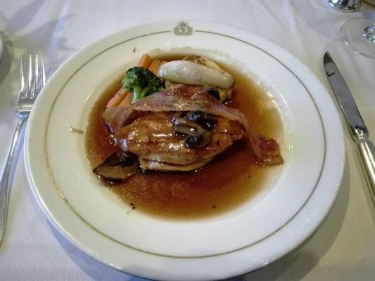 Hauptgericht: Hühnerbrust Grandmere vom Norfolk Black Leg Huhn © Ben Simonsen