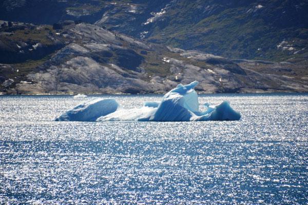 Eisberg im Prinz-Christian-Sund
