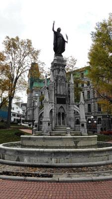 Brunnen auf dem Place d'Armes ©Ben Simonsen