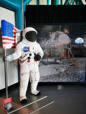 Astronaut & Mondlandschaft aus Lego © Ben Simonsen