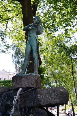 Grieg-Statue